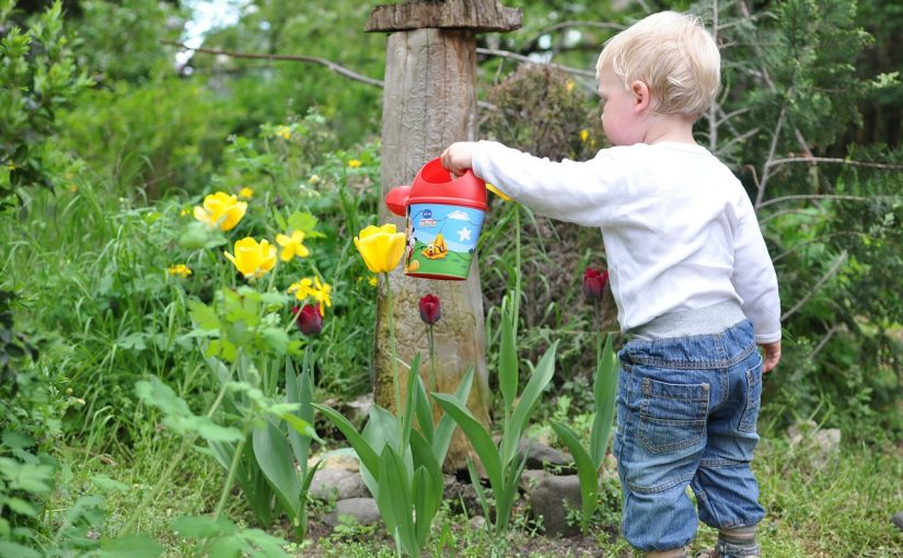 Ta' din 2-årige med i naturen; gode gaver til udendørs brug